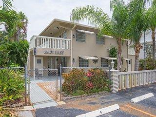 Renovated condo w/ upscale location & shared terrace - near Las Olas & beach
