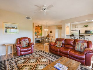 Dog friendly, remodeled condo w/ a shared pool, hot tub, grill, & fitness room
