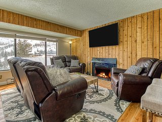 Updated condo w/ a shared hot tub & sauna - close to skiing & other adventures