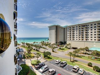 Gorgeous, well-appointed condo w/ a shared pool, hot tub, & beach access