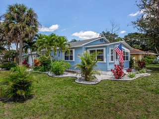 Recently updated, dog-friendly cottage w/ large yard - quick drive to the beach!