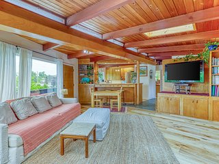 Chic, upper-level home w/ a great deck - walk to Golden Gardens Park!