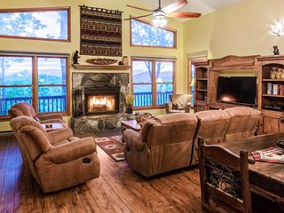 Cedar log home paradise w/ mountain views - billiards and foosball!