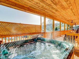 Mountain lodge home with private hot tub & covered porch!