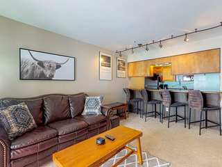 Inviting dog-friendly condo with shared pool/hot tub - close to everything!