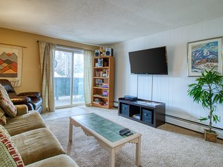Cozy condo in a great location w/ a shared indoor pool, hot tub, & game room