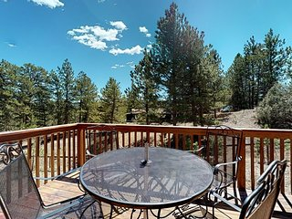 Dog-friendly, mountain view home w/ a full kitchen, deck and private grill