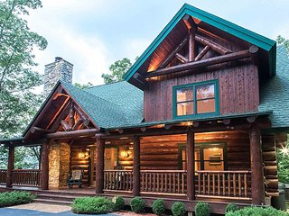 Rustic & cozy log home with hot tub, fire pit & mountain views