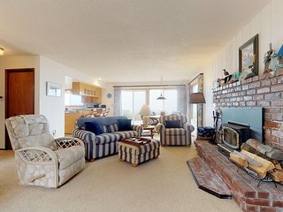 Waterfront, dog-friendly getaway w/ a fireplace & incredible ocean views!