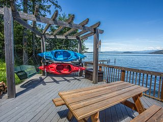 Lakefront home w/ furnished summer studio, dock, deck & 2 kayaks!