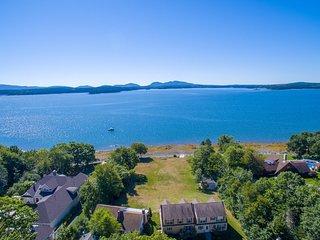 Three oceanfront homes w/ amazing views, decks & pebble beach - dogs OK!