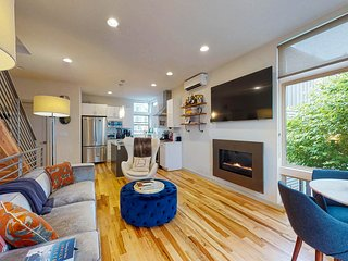NEW LISTING: New modern townhome w/ rooftop deck & view of the Seattle skyline!