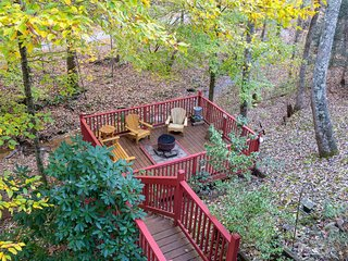 Mountain log cabin w/ hot tub, fireplace & firepit -- pet-friendly!