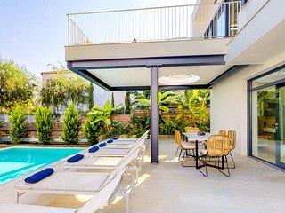 Villa L1. luxury, modern design, close to the beach