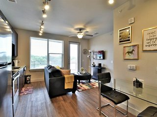 Brand New 1Bd/1Br Fully Furnished Apt with Parking