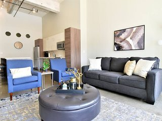 But#606 . Stylish Corporate Living in Downtown-Free Valet