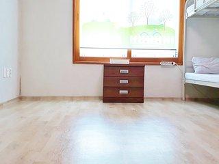 Elegant Sisters Room (Female only)