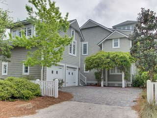 Gorgeous home & carriage house w/ shared pool - walk to beach, dogs OK!