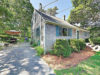4BR Home on Bournes Pond, Minutes to Downtown Falmouth