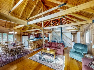 Dog-friendly, lake view cabin w/ furnished decks, Ping-Pong & darts!
