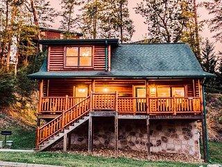 Delightful 2BR/2BA Mountain Retreat w/ Hot Tub & Game Room - Near Dollywood