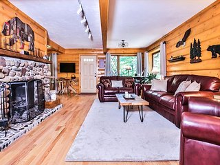 NEW! Gorgeous 4 bedroom with easy access to the Eagle River Chain of Lakes