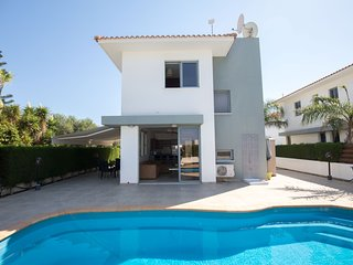 VILLA SUNFLOWER - 2 BED VILLA WITH POOL IN PROTARAS