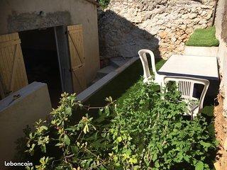 T2 meublé avec terrasse et jacuzzi à proximité de la plage