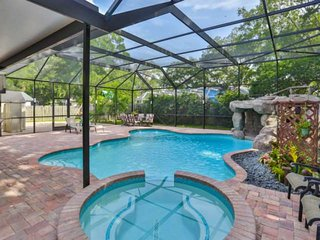Beautiful Pool Home with Spa, Outdoor Shower - 5 min to Upscale Shopping, Dining