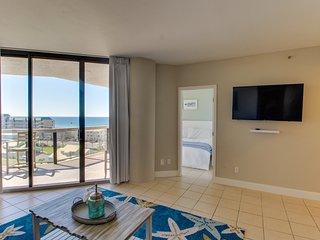 Gorgeous Gulf view condo w/ shared pool/hot tub/gym & direct beach access!
