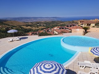 Apartment in residence with amazing seaview and swimming pool
