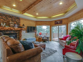 Hillside cabin w/ large deck, mountain/lake views & game room - dogs OK!
