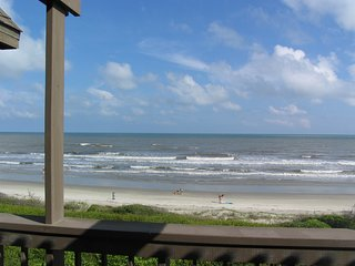 Waterfront condo w/ shared tennis courts, on-site golf, & beach access