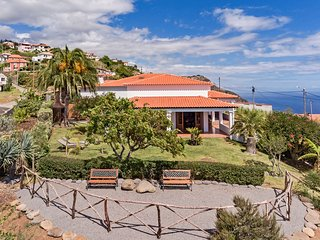 Country house with sea view, Southern Sunny House
