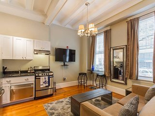 RITTENHOUSE SQUARE 1F, HISTORIC APT IN CENTER CITY
