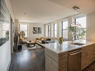 The Griffin   Modern 2BR, 2BA Home in Center City