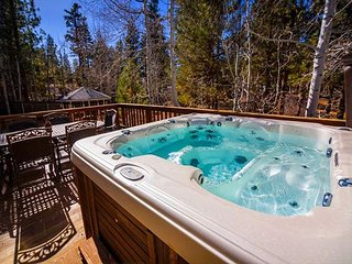 FREE 3rd NIGHT & 3 FREE ngts on a 7!  Private Hot Tub, Game Room Jacuzzi tub