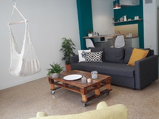 Modern flat in the heart of Athens. 15 min walk to Acropolis!