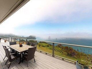 Whalerock Luxury 3 bd, 2 bath Home; Privacy, Stunning Ocean Views & Hot  Tub