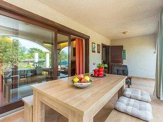Spacious apartment - quiet location, private terrace, parking