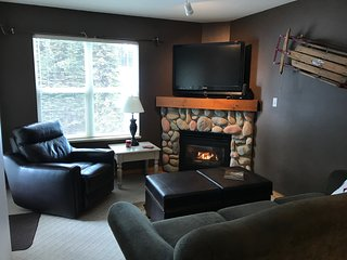 Snowdays - 1 bedroom/plus Bunkbed Alcove - Quiet Top Floor Sleeps 7