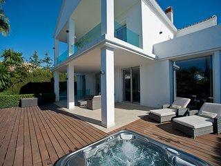 Villa Alba - Modern 4 bedroom villa with heated pool