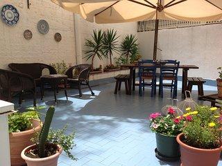 Appartamento'Al 108' in centro,ampia terrazza,cucina,parcheggio,colazione,Wi-Fi.