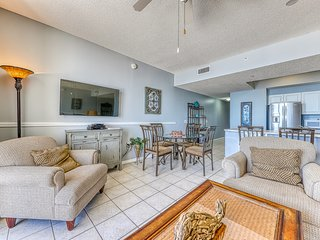 Gulf front condo w/ on-site golf course, free WiFi, & hot tub