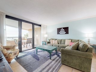 Lovely condo in beachfront resort w/ Gulf view, balcony & shared pool/hot tub!