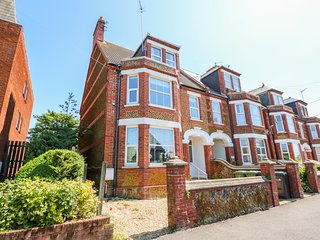 THE NORTHGATE LOFT, two-floor apartment, views, central location in Hunstanton