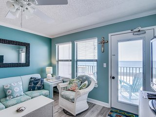 NEW LISTING! Waterfront condo w/ a full kitchen, shared pool, & beach access!