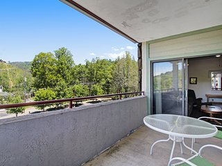 Inviting condo w/ mountain views, shared pool, gas fireplace & private balcony