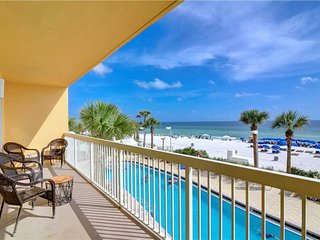 Spacious, gulf-front condo w/ shared pools, full kitchen, & private balcony