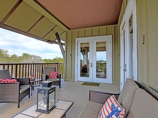 Sunny beach condo w/ a full kitchen, shared pools, & private beach access